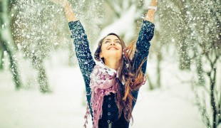 17213-happy-girl-in-winter-1920x1200-girl-wallpaper (1)
