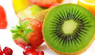 fruits-strawberry-kiwi